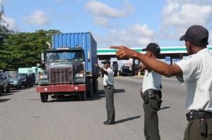 Amet en las autopistas y carreteras fiscalizan camiones y patanas.
