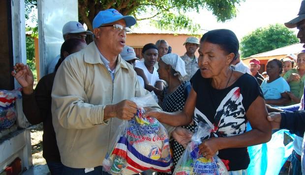 Plan Social de la Presidencia entrega raciones alimenticias en comunidades de San Juan.
