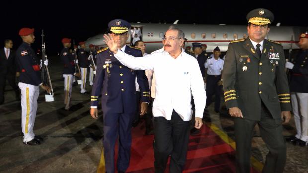 Danilo Medina regresa de Belice.