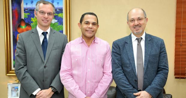 Director general del INFOTEP junto a ejecutivos de la AFD