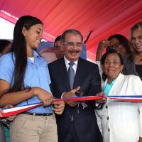 Presidente Medina inaugura seis escuelas en el Cibao.