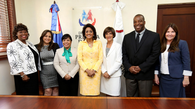 Primera Dama firma acuerdos.