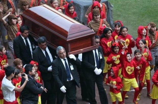 Sepultan restos de Chespirito.