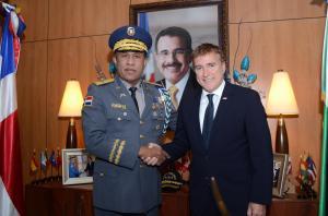 jefe PN y Embajador EU