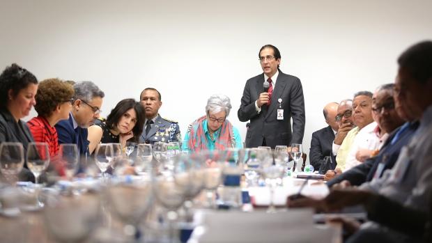 Gustavo Montalvo reunido con periodistas, habla de 911.