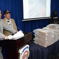 El director de prensa de la DNCD informa sobre los apresados.