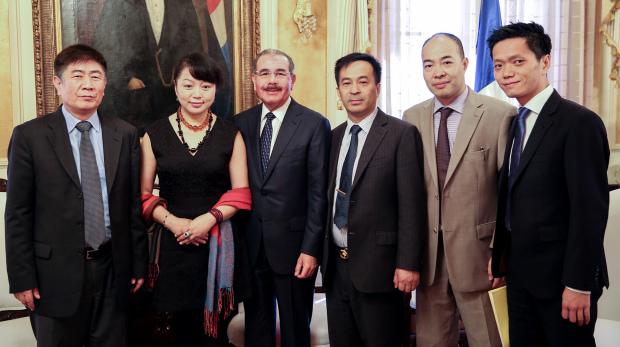Empresarios chinos visitan al presidente Danilo Medina.