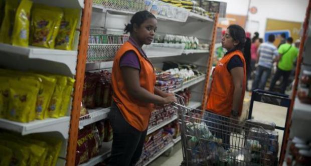 Gobierno de Venezuela ocupa cadena de mercados.