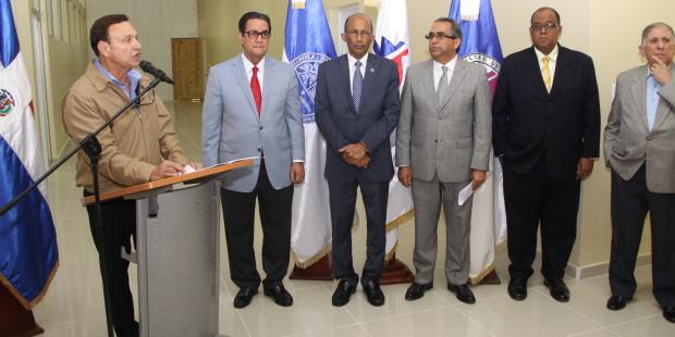 Pimentel Kareh entrega  Aulas a autoridades UASD