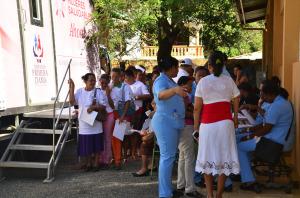 Cientos de ciudadanos reciben consultas y medicamentos gratis