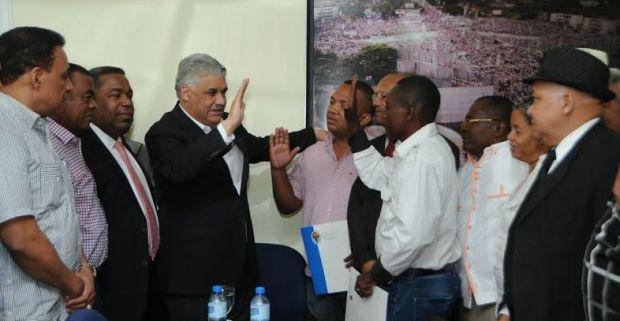 Miguel resalta flujo de apoyo al PRD; juramenta directivos PRM Haina.