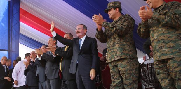 Presidente encabeza desfile por 171 aniversario Batalla 19 de Marzo.