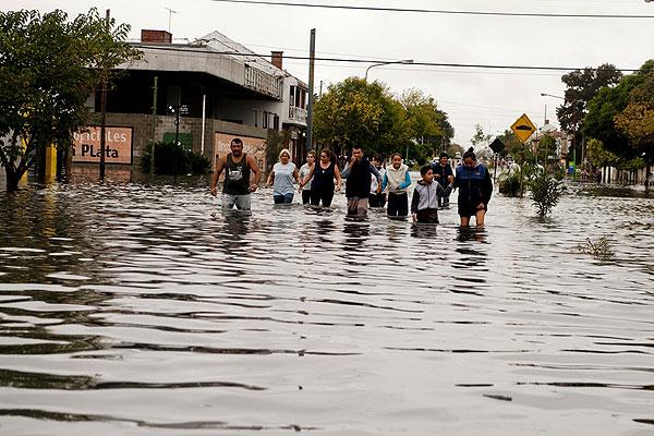 Ascienden a 125 desaparecidos por inundaciones en Chile.