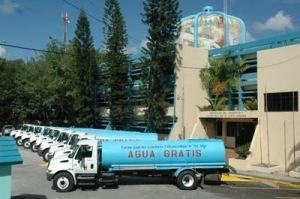 CAASD distribuye aguas en camiones cisternas 1.