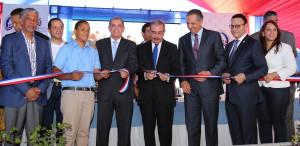 Medina inaugura dos centros educativos en Los Mameyes y Boca Chica.
