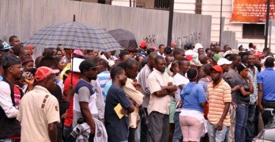 Cientos de haitianos tratan de normalizar estatus migratorio. 1