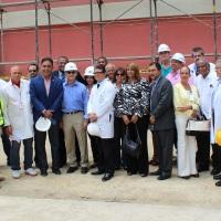 Diputados, ingenieros y personal medico en Hosp Cabral y Baez