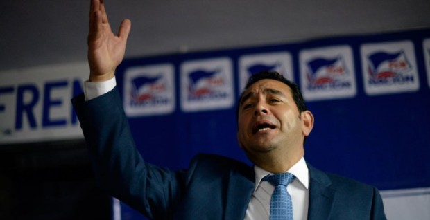 Actor Jimmy Morales, gana primera vuelta elecciones Guatemala.