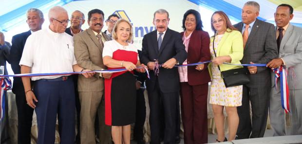 Presidente Medina inaugura 208 apartamentos.