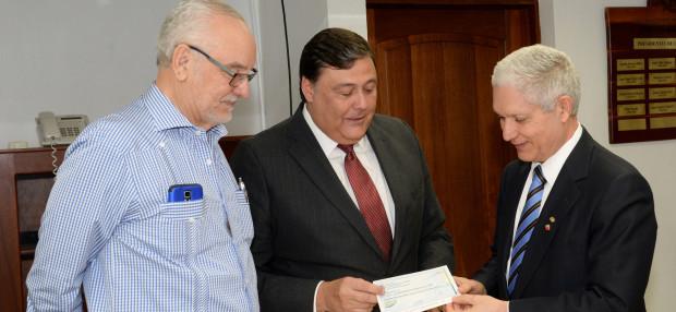 Gobierno entrega RD$14 millones para Serie del Caribe