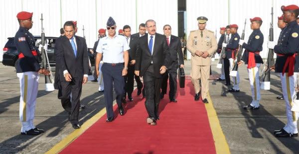 Danilo Medina sale hacia Guatemala