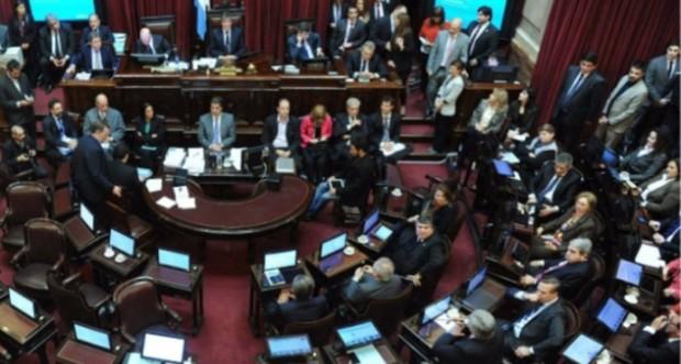 Diputados de Argentina se pelean por despachos en sede del Congreso