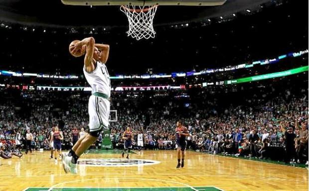 Celtics vuelven a tener ventaja gracias a Bradley