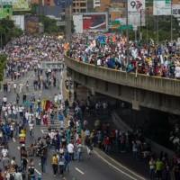 Gobierno dice van 60 muertos en crisis de venezolana.